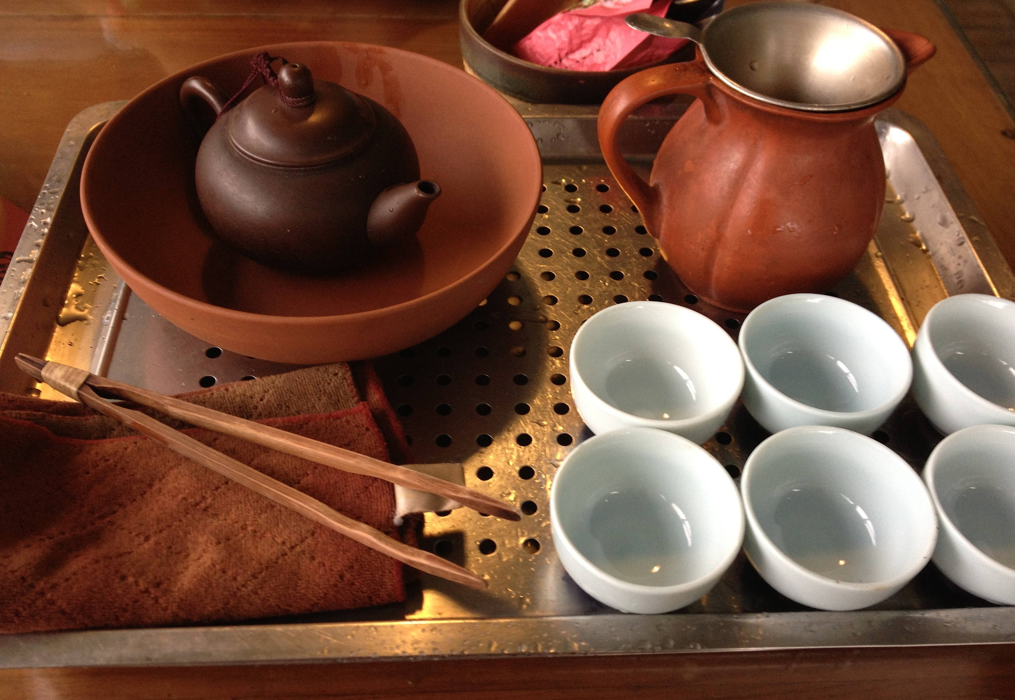 chinese tea Quality chinese tea sets at competitive prices selections include porcelain & ceramic tea sets, yixing clay tea sets, and gongfu tea sets.
